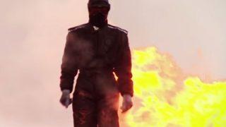 【おそロシア】炎と爆発の中を闊歩する美人 ロシア軍新装備の耐性を試す試験映像が話題