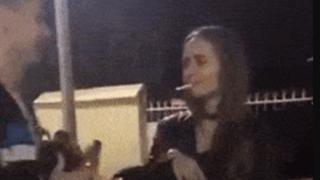 【悲報】ロシア美女がぶん殴られて失神KO →GIF画像