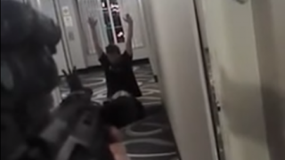 【無罪判決】泣きながら命乞いする男性 お尻を掻いて米警官に射殺される映像