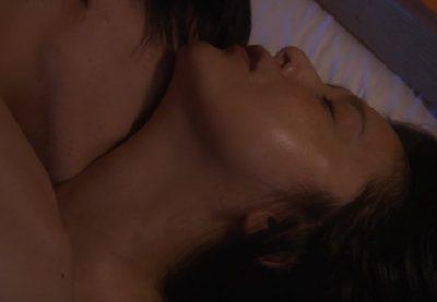 【画像】乳揉まれる藤原紀香さん 濡れ場ベッドシーンがたまらんwwwwww