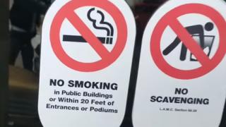 【悲報】海外で『喫煙マナー違反』する日本人らしき女性 世界中に拡散されてしまう →動画像