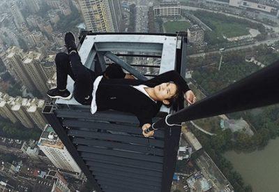 【失敗悲報】中国人パフォーマー62階建てのビルから落ちる瞬間 ⇒GIFと動画