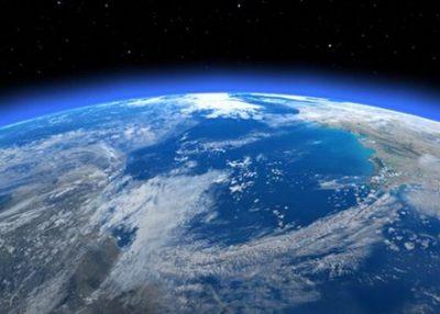 【画像】人間の目で見た地球と『無修正』の地球