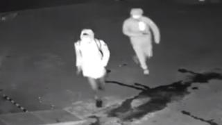 【まるでコント】監視カメラに映っていた『マヌケな強盗』の映像