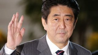 【また捏造か】朝日新聞「散歩中の安倍首相が『改憲しないで』との声を無視した」→ 誰も聞いてない事が判明