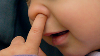 【研究結果】幼児が鼻クソを食べる理由