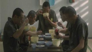 刑務所で出される飯を再現した定食がwwwwww