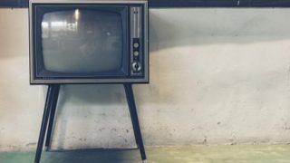 昔はネットが無くて信用できる情報源は新聞テレビだった