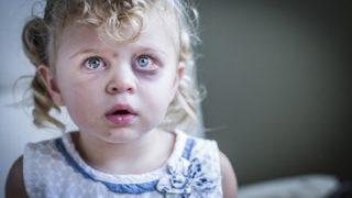 【悪い顔】赤ちゃんを『車外にポイ捨て』鬼畜両親が話題に