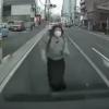 【恐怖】車に突っ込んできて「コロシテ…」と訴える当たり屋の女