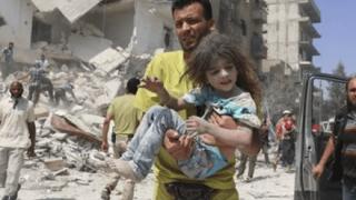 CNNが報じる「シリアで救出される少女」が毎回同じだと話題に →画像