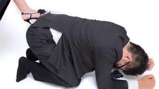 【炎上ご褒美】不動産企業が社員を四つん這いに オフィス徘徊させ女性社員が平手打ちする様子が流出 →GIFと動画