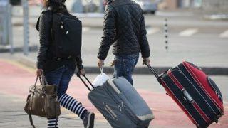 【これは酷い】ホノルル空港 乗客の荷物をポイ投げ破損炎上 →GIFと動画像
