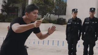 中国公安が公開『刃物で攻撃された場合の正しい対処法』が話題 ⇒GIFと動画