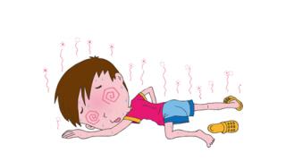 【閃いた!】女子学生さん駅で倒れた老人を人工呼吸で救う →GIFと動画