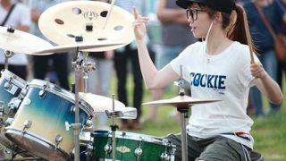 ドラム叩いてる女の子の格好良さは異常wwwwwwwwwww