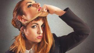 【悲報】時代は化粧から『変装』へ 顔の輪郭を変える「フェイステープ」女性に流行…アイプチと合わせて完全に別人に…