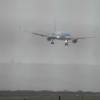 【想像以上】横向きに着陸成功したB-757が話題 →GIFと動画