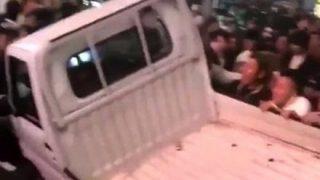 【ハロウィン】横転させられた軽トラの真相 →GIfと動画