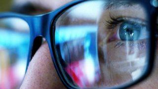 お前らさん「ブルーライトで目が悪くなるはウソ!」という記事をうけつけない