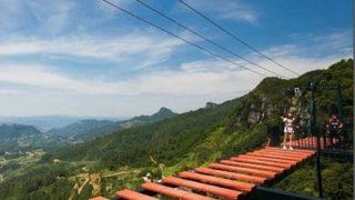 【中国やっぱ怖い】山頂のテーマパークで命綱が外れるトラブル映像が怖すぎる・・・
