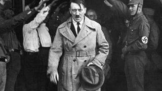 【仲良し画像】ヒトラーがユダヤ系少女と一緒にニッコニコ 衝撃写真が競売に