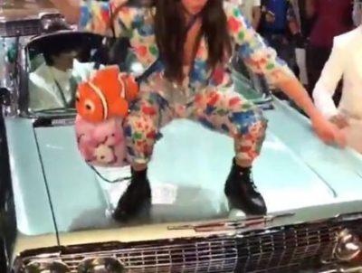 【渋谷ハロウィン】調子に乗って他人の車の上に立ったまんさんの末路 →GIFと動画