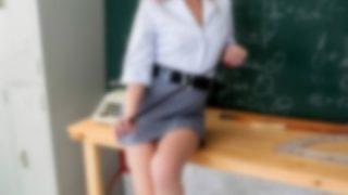 【画像】元ミスコン優勝者の中学教師 ヌ-ド自撮り写真を15歳の少年に送付し逮捕