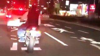 【ださっw】煽り運転してるバイクが目の前で転げる恥ずかしい動画が拡散wwwwwww