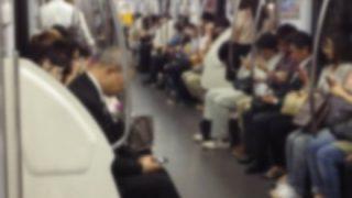 【悲報】社長さん、帰りの電車で漫画を読んでた社員をクビにする