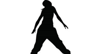 【動画】女性ダンサーさん ダンス中にカツラを取られ怒りの舞いw