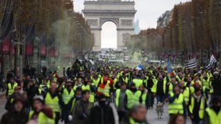 【動画】フランスのデモが怖すぎる…これ衝撃映像だろ…