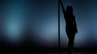 【動画像】小人症ダンサーの誘惑ボディwwww