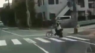 【歩行者の怒り】「これどう思います?」信号のない横断歩道で止まらない車カス 自転車を投げつけられる