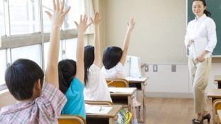 【18万いいね 】「日本の学校教育」を表した作品が話題に