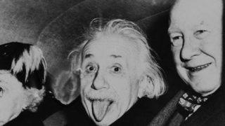 【奇跡の一枚】アインシュタインは何故😜舌を出したのか