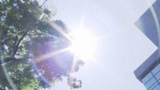 【画像】NHKの猛暑ニュースでたわわなオッパイが映ってしまう