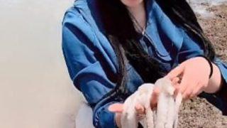 【動画像】中華娘さん、タコに顔面を吸いつかれガチ泣き 世界中で話題にw