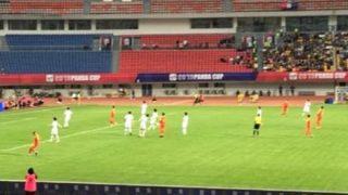 【侮辱行為】韓国サッカー選手が優勝カップ踏みつけで優勝剥奪「もう韓国チームは呼ばない、前に来た日本はとても良かった」