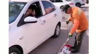 【スカッと】彡(゚)(゚)「おっ、ジジイが掃除しとるやんけ!(ゴミポイ-)」→結果