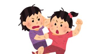 【衝撃民度】中国のユニクロで商品奪い合いの大乱闘 →動画像