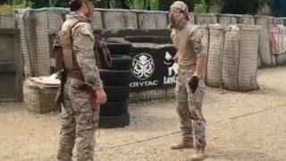 【接近戦】拳銃 vs. ナイフ 至近距離でどちらが強いか検証してみた→GIfと動画