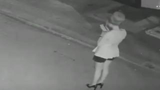 【酷い…】道端で暴漢に襲われボコボコにされる女性 監視カメラ映像が話題