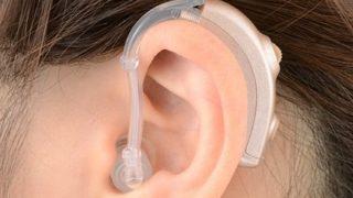 補聴器をイヤホンと勘違いした警察官「イヤホンと誤解するから外せ」補聴器ユーザーの叫び