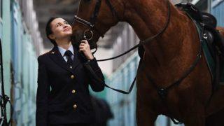 【画像】ロシアの『女性騎馬警官』が美しすぎるwwwwww