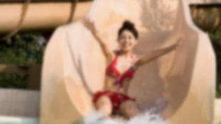 【画像】プールの滑り台で水着が脱げちゃった女の子の反応wwwww