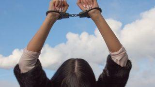 アイスクリームに鼻くそを入れ、唾を吐き、小便をして逮捕された女性がコチラ →画像