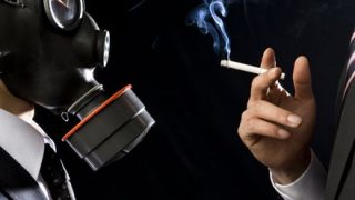 嫌煙キチガイが喫煙者を暴行