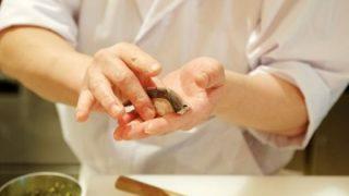 【悲報】寿司を食べた韓国人男性が左手を失う