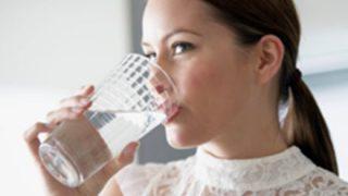 【健康】毎日『お水2リットル』飲むメリットがこちらww